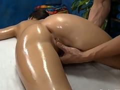 Sexy hawt hottie copulates and sucks her massage therapist